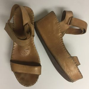 DKNY Pure Tan Wedge Platform Sandal Shoes Sz 7